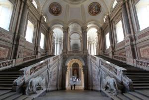 Reggia_di_Caserta,_scalone_d^^39,onore._-_panoramio